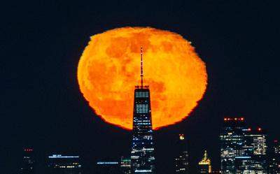 Moon Behind Freedom Tower-303